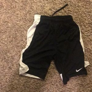 Boys Nike elite shorts. Size medium. Sri fit